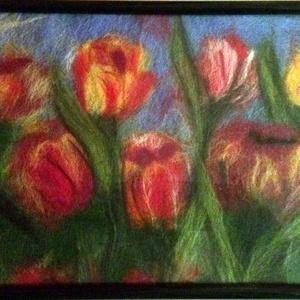 Tulipánok, Otthon & lakás, Képzőművészet, Textil, Nemezelés, Gyapjúfestéssel készült 18x24 cm kép, Meska