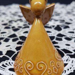 \'Szívsor\' aranysárga színű pici angyal - karácsonyfadísz, Esküvő, Dekoráció, Asztaldísz, Kerámia, Csodálatos pici kézműves kerámia angyalka, nyaka mögött akasztóval, így csodás dísze lehet a karácso..., Meska