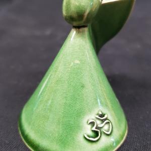OM -  zöld színű pici angyal , Esküvő, Dekoráció, Asztaldísz, Kerámia, Csodálatos pici kézműves kerámia angyalka, Om szimbólummal ellátva. Vigyen ez az angyalka mindenkine..., Meska