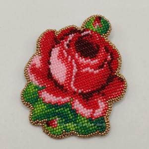 Rózsás bross, kitűző, Ékszer, Kitűző és Bross, Kitűző, Gyöngyfűzés, gyöngyhímzés, Gyöngyhímzett, nagy méretű rózsás bross/kitűző.\n\nMérete: 8*9 cm. Anyagában színezett üveggyöngyből k..., Meska