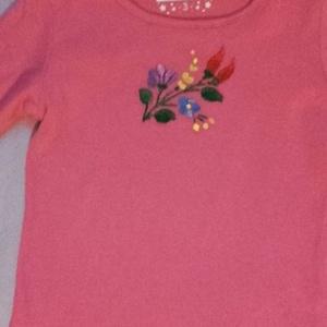 Tündér póló, Póló, felső, Női ruha, Ruha & Divat, Hímzés, Hosszúujjú pink színű hímzett lányka póló. Mérete 95-101, Meska