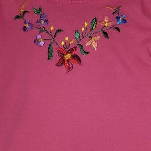 Csodaszép , Ruha & Divat, Póló, felső, Női ruha, Hosszúujjú pink hímzett lányka póló. Mérete 113-119, Meska