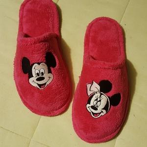 Pihe-puha, vidám, meleg, hímzett szoba papucs, Mickey egér mintával, Ruha, divat, cipő, Cipő, papucs, Hímzés, Varrás,  Kívül belül POLAR-SOFT anyagból készült meleg puha papucs, 3 mm-s szivacs és kierősítő közbéléssel..., Meska