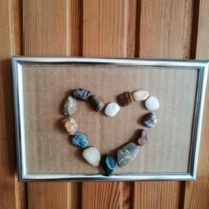 Kőszív keretben, Otthon & lakás, Dekoráció, Kép, Mozaik, 10,5x15,5 cm-es ezüst keretben kőszív/kavicsszív., Meska