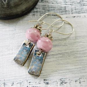 Vízililiomok - lámpagyöngy fülbevaló kerámia függővel, rózsaszín üveggyöngy fülbevaló, romantikus fülbevaló,