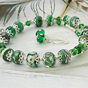 Smaragd - lámpagyöngy nyaklánc fülbevaló szett, zöld üvegékszer szett, klasszikus nyaklánc fülbevaló szett smaragdzöld , Esküvő, Ékszer, Esküvői ékszer, Ékszerszett, Ékszerkészítés, Üvegművészet, A nyaklánc és a fülbevalók lámpagyöngyeit magam olvasztottam gázláng fölött muranoi üvegrúdból. A n..., Meska