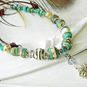 Türkiz függés - lámpagyöngy nyaklánc valódi türkizzel, türkiz üveggyöngy nyaklánc, türkiz nyaklánc, bohém boho nyaklánc, Ékszer, Nyaklánc, Esküvő, Esküvői ékszer, Ékszerkészítés, Üvegművészet, A nyaklánc lámpagyöngyeit magam olvasztottam gázláng fölött muranoi üvegrúdból.\nA nyaklánc hossza 43..., Meska