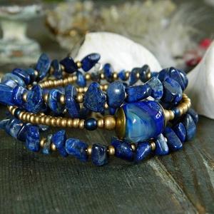 Capri - lámpagyöngy memóriakarkötő lapis lazulival kék gyöngyös karkötő, muranoi üvegékszer, többsoros kék karkötő, Gyöngyös karkötő, Karkötő, Ékszer, Ékszerkészítés, Üvegművészet, A háromsoros karkötő különleges lámpagyöngyét magam olvasztottam gázláng fölött muránói üveg rúdból...., Meska