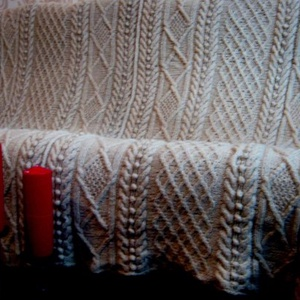 Kézzel kötött gyapjútakaró, Lakberendezés, Otthon & lakás, Lakástextil, Takaró, ágytakaró, Kötés, 100% birkagyapjóból készült, természetes bézs színű kézzel kötött takaró.\nHossza 254 cm, szélessége ..., Meska