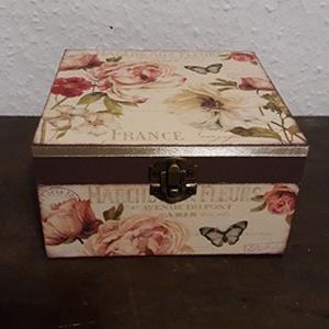 Teafiltertartó doboz!, Tea & Kávé tárolás, Konyhafelszerelés, Otthon & Lakás, Decoupage, transzfer és szalvétatechnika, A képen látható dobozt natúr állapotban vásároltam.\nA külsejét alapozó festék használata után, vinta..., Meska