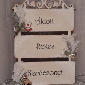 Karácsonyi ajtódísz!, Karácsony, Karácsonyi dekoráció, Otthon & lakás, Lakberendezés, Ajtódísz, kopogtató, Decoupage, transzfer és szalvétatechnika, Virágkötés, Ez az egyedi, karácsonyi ajtódísz, kerámia dekorációkkal, és műnövényekkel díszítve, igazán különleg..., Meska