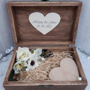 Különleges, egyedi gyűrűtartó dobozka, esküvőre!, Esküvő, Esküvői dekoráció, Gyűrűpárna, Otthon & lakás, Dekoráció, Decoupage, transzfer és szalvétatechnika, Virágkötés, Igazán különlegessé szeretnéd tenni az esküvői ceremóniát?\nAkkor a legjobb helyen jársz. :)\nCsodaszé..., Meska
