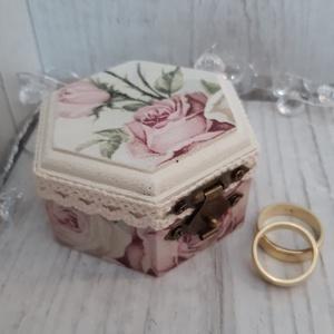 Romantikus, vintage gyűrűtartó doboz esküvői ceremóniára!, Esküvő, Gyűrűpárna, Esküvői dekoráció, Ékszer, Ékszertartó, Decoupage, transzfer és szalvétatechnika, Igazán különlegessé szeretnéd tenni az esküvői ceremóniát?\nAkkor a legjobb helyen jársz. :)\nCsodaszé..., Meska