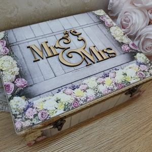 Vicces, romantikus, személyreszóló ajándékdoboz, esküvőre, lánybúcsúra! Nászajándék!, Doboz, Emlék & Ajándék, Esküvő, Decoupage, transzfer és szalvétatechnika, Szuper ajándék esküvőre, lánybúcsúra!\n\nA 12 rekeszes fából készült dobozt natúr állapotban vásárolta..., Meska