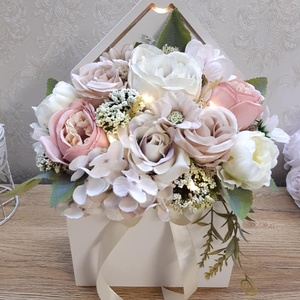 ÚJDONSÁG! Csodaszép, világítós lakásdekoráció, Anyák napi ajándék!, Otthon & Lakás, Dekoráció, Csokor & Virágdísz, Virágkötés, Ha szeretnéd valami igazán különlegessel meglepni magadat, édesanyádat, nagymamádat, a legjobb helye..., Meska
