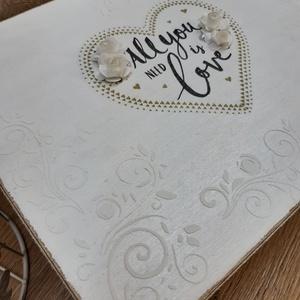 Személyre szóló,romantikus, vintage hangulatú esküvői ajándékdoboz, apró meglepetésekkel, üzenetekkel!, Doboz, Emlék & Ajándék, Esküvő, Decoupage, transzfer és szalvétatechnika, Szuper ajándék esküvőre! :)\nHa unod már a hagyományos nászajándékot, és szeretnéd valami igazán egye..., Meska