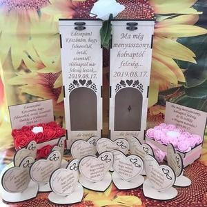 """Esküvői köszönőajándék/ ültetőkártya : talpas szív, Esküvő, Dekoráció, Asztaldísz, Gravírozás, pirográfia, A köszönőajándék egy kedves gesztus az ifjú pártól, mellyel megköszönik a vendégeknek,\n\nhogy a """"Nagy..., Meska"""