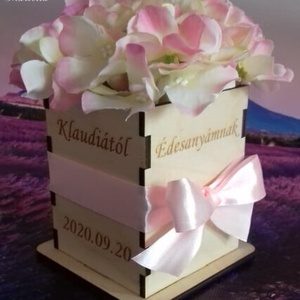 Szülőköszöntő hortenzia virágbox három oldalon gravírozva, Esküvő, Emlék & Ajándék, Szülőköszöntő ajándék, Gravírozás, pirográfia, Maradandó emlék az örömanyáknak , nagyszülőknek, testvéreknek is, a gravírozott virágbox csodás sely..., Meska