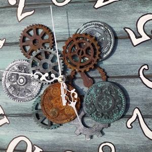 Steampunk stílusú óra, Otthon & Lakás, Lakberendezés, Festészet, Kézi festéssel készült, fa és decor clayből öntött, festett és rozsdásított fogaskerekekkel díszítet..., Meska