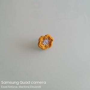 Sárga Gyűrű, Ékszer, Gyűrű, Horgolás, Sárga gyűrű\nSárga színben készült a gyűrű, közepét strasszkővel díszítettem.\n Állítható, így minden ..., Meska