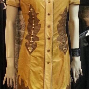 Rojtos bőrruha, Táska, Divat & Szépség, Női ruha, Ruha, divat, Ruha, Varrás, Bőrművesség, Különleges díszítésű, egyedi bőrruha, 4 színű (konyak, barna, drapp és arany) juhbőrből készült.\nAlj..., Meska