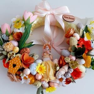 Nyulacska tavaszi virágok között, Otthon & Lakás, Dekoráció, Ajtódísz & Kopogtató, Virágkötés, Az alapot szalaggal vontam be,tavaszi virágokkal,termésekkel,pasztell színű tojásokkal díszítettem.K..., Meska