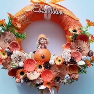 Narancs baba figurás kopogtató , Otthon & Lakás, Dekoráció, Ajtódísz & Kopogtató, Virágkötés, A kopogtatót szövött szalaggal vontam be,közepére kerámia narancs figurát ragasztottam.Termésekkel,v..., Meska