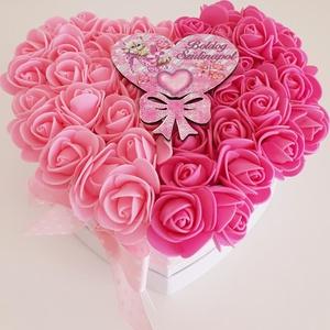 Születésnapi rózsaszín rózsa doboz, Otthon & Lakás, Dekoráció, Díszdoboz, Virágkötés, A papír szív alakú dobozba oázist ragasztottam,majd a tetejét baba rózsaszín és sötét rózsaszín habr..., Meska