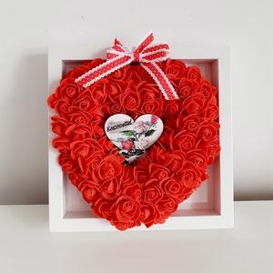 Köszönőajándék/piros habrózsás szívvel, Otthon & Lakás, Dekoráció, Falra akasztható dekor, Virágkötés, A hungarocell szívet piros habrózsákkal díszítettem,képkeretbe helyeztem,tetejére szalag csokrot rak..., Meska