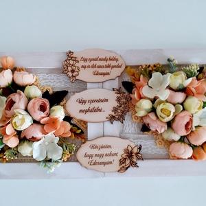 Köszönőajándék esküvőre/ballagásra, Esküvő, Emlék & Ajándék, Szülőköszöntő ajándék, Virágkötés, A fehér képkeretet először szövött szalaggal és csipke szalaggal díszítettem.Erre az alapra barack s..., Meska