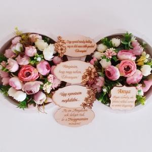 Köszönőajándék esküvőre/ballagásra, Esküvő, Emlék & Ajándék, Szülőköszöntő ajándék, Virágkötés, A fehér kör alakú  fakeret szélét először csipkével díszített szövött szalaggal díszítettem.Erre ala..., Meska