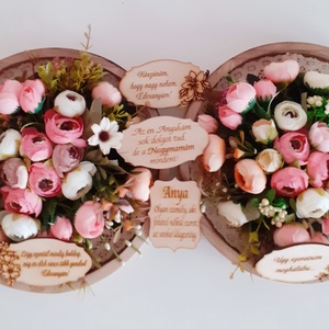 Köszönőajándék esküvőre/ballagásra, Esküvő, Emlék & Ajándék, Szülőköszöntő ajándék, Virágkötés, A barna kör alakú fa keretet először csipke mintás szövött szalaggal díszítettem.Erre alkottam meg e..., Meska