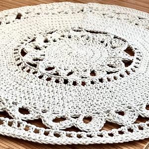 Kézzel horgolt szőnyeg, Otthon & Lakás, Horgolás, Kézzel horgolt szőnyeg. 95 cm àtmérőjű. Pamut zsinórfonalból 3mm vastagsàgú\nSzín: fehérarany. Fehér ..., Meska