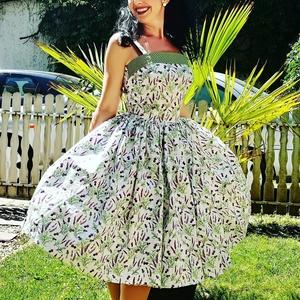 Pinup Rockabilly ruha, levendula mintás, virágos, Táska, Divat & Szépség, Magyar motívumokkal, Ruha, divat, Női ruha, Ruha, Varrás, Fehér alapon levendula mintás rockabilly, pinup ruha, hozzá illő zöld pöttyös pánttall. 100% pamut.\n..., Meska