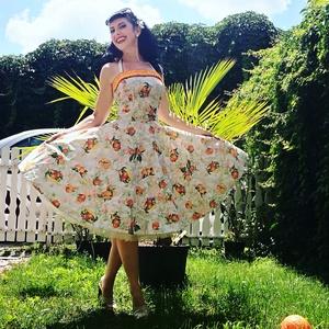 Pinup Rockabilly ruha, gyümölcs mintás, narancs, citrom, banán, trópusi virágos, Táska, Divat & Szépség, Magyar motívumokkal, Ruha, divat, Női ruha, Ruha, Varrás, Gyümölcs mintás rockabilly, pinup ruha, hozzá illő fodorral. Pamut-poly keverék.\nAlsószoknya nélkül...., Meska