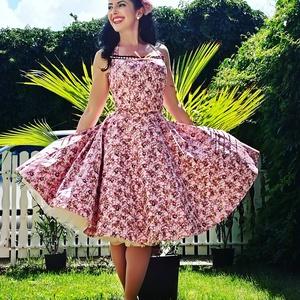 Pinup Rockabilly ruha apró rózsák és csipke, romantikus minta, Táska, Divat & Szépség, Magyar motívumokkal, Ruha, divat, Női ruha, Ruha, Varrás, Rózsa és csipke mintás rockabilly, pinup ruha. 100% pamut.\nAlsószoknya nélkül.\nElérhető xs-3xl méret..., Meska