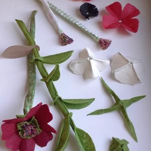 marti - role play set Nr.1.  tematikus készlet - virágok - fűzőcske (szerepjáték szett), piros - fehér - bordó - zöld, Gyerek & játék, Játék, Fajáték, Készségfejlesztő játék, Plüssállat, rongyjáték, Varrás, A pamut textil szárú, filc szirmú virágokat virágboltos szerepjátékhoz készítettem, de dísze lehet a..., Meska