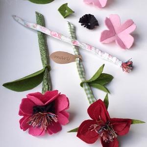marti - role play set Nr.1.  tematikus készlet - virágok - fűzőcske (szerepjáték szett), rózsaszín -  bordó - zöld, Gyerek & játék, Játék, Fajáték, Készségfejlesztő játék, Plüssállat, rongyjáték, Varrás, A pamut textil szárú, filc szirmú virágokat virágboltos szerepjátékhoz készítettem, de dísze lehet a..., Meska