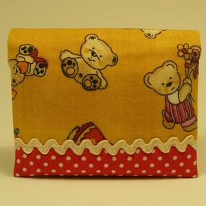 Macis zsebkendőtartó - mustár sárga - piros, Zsebkendőtartó, Pénztárca & Más tok, Táska & Tok, Patchwork, foltvarrás, Varrás, Pamutvászonból készült gyermek zsebkendőtár, mely 8 db mintás gyermek zsepivel került megtöltésre, í..., Meska