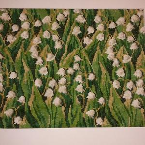 Gyöngyvirágos hímzett kép, Festmény vegyes technika, Festmény, Művészet, Hímzés, Apró részletezettséggel kidolgozott, keresztszemes öltéssel készült gyöngyvirágos hímzett kép fehér ..., Meska