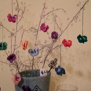 Húsvéti pillangók, Húsvéti díszek, Ünnepi dekoráció, Dekoráció, Otthon & lakás, Dísz, Horgolás, Kiválóan alkalmasak ezek a színes pillangók egy húsvéti dekoráció kiegészítésére, vagy apró kedvessé..., Meska