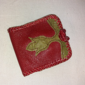 Tulipános pénztárca, Táska, Divat & Szépség, Táska, Pénztárca, tok, tárca, Pénztárca, Bőrművesség, Piros zöld bordó kecske és borjú bőrből készült, vajszínű sertésbéléssel bélelt.Fedélrésze rátétes m..., Meska