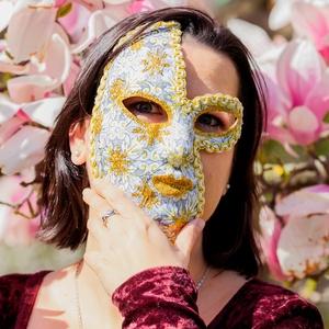 Tavaszvirág, Álarc, Jelmez & Álarc, Ruha & Divat, Decoupage, transzfer és szalvétatechnika, Famegmunkálás, Az egyik legszebb évszak ihlette ezt a saját fejlesztésű technikával készült, merevítése miatt arcfo..., Meska