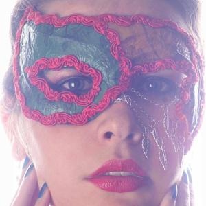 Indián nyár, Otthon & lakás, Dekoráció, Ünnepi dekoráció, Farsang, Decoupage, transzfer és szalvétatechnika, Papírművészet, Egy régi sláger ihlette ezt a saját fejlesztésű technikával készült, merevítése miatt arcformára iga..., Meska
