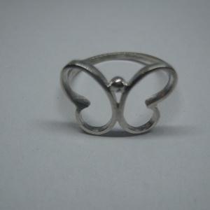 Pillangós gyűrű kicsi, Figurális gyűrű, Gyűrű, Ékszer, Ékszerkészítés, Ötvös, Ezüstből készült pillangós gyűrű. Méretei: 17,5×13mm, súlya: kb 1,2g. Méretre készítem el. A termész..., Meska