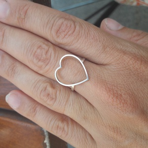 Szives gyűrű, Vékony gyűrű, Gyűrű, Ékszer, Ékszerkészítés, Ötvös, Méretre készítem ezt a szives gyűrűt. Méretei: 15×15mm, súlya: 1,4g., Meska