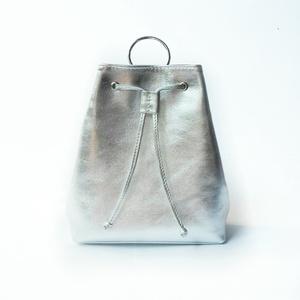 """""""Mochila"""" hátizsák - ezüst , Táska, Divat & Szépség, Táska, Hátizsák, Bőrművesség, Varrás, """"Mochila"""" hátizsák - ezüst   Kis kompakt hátizsák csak a legfontosabb személyes dolgoknak :)  A hát..., Meska"""