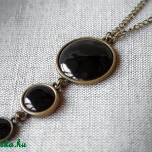 Back to Black II. - Fekete tűzzománc nyaklánc, Medálos nyaklánc, Nyaklánc, Ékszer, Ékszerkészítés, Tűzzománc, Egyszerűségében nagyszerű nyaklánc kerek fekete tűzzománc elemekkel.\n\nHossza: 42 cm + 5 cm hosszabbí..., Meska