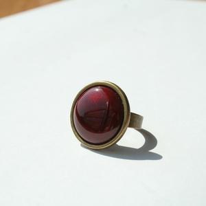 Rubin kerek tűzzománc gyűrű, Szoliter gyűrű, Gyűrű, Ékszer, Ékszerkészítés, Tűzzománc, Tüzesen energikus és elengáns darab ez a kerek burgundi vörös (bordó) tűzzománc köves gyűrű.\nGyűrű á..., Meska