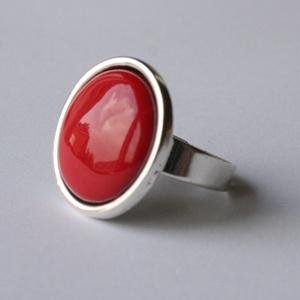 Piros tűzzománc gyűrű ezüst színű foglalatban , Statement gyűrű, Gyűrű, Ékszer, Ékszerkészítés, Tűzzománc, Klasszikus darab ez a telt, élénpiros színű tűzzománc betétes fülbevaló\n\nGyűrű átmérője 18 mm\nKerek ..., Meska